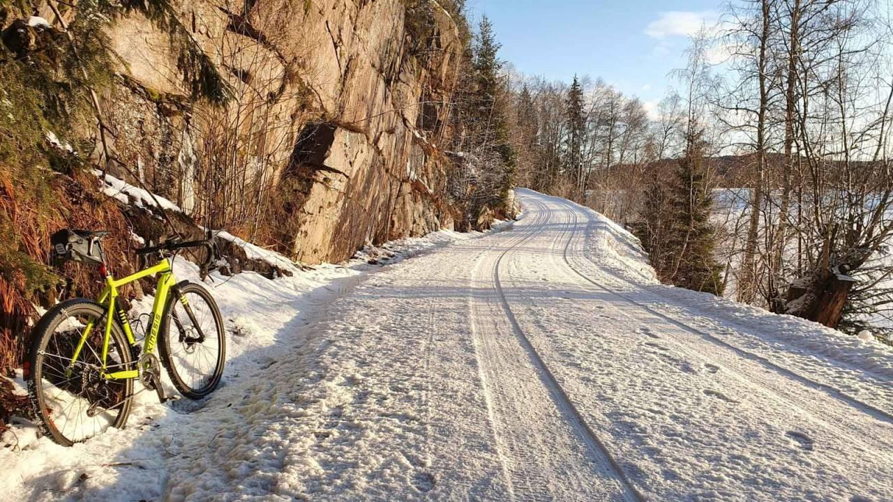 GROVKORNET: Deler av Ring 4 har krystallisert snø, med godt feste og følgelig lav fart.