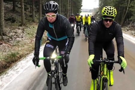 EN LAGBYGGER: Sondre Linstad-Hurum (til venstre) har ansvaret for å bygge opp laget som skal sikre gull i Gran Fondo VM i september.Thomas Elnæs er en av hjelperytterne i laget Foto: Fred Voldset