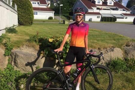 SOLBÆRSAFT: Janne Smauget foretrekker solbærsaft over sportsdrikk,