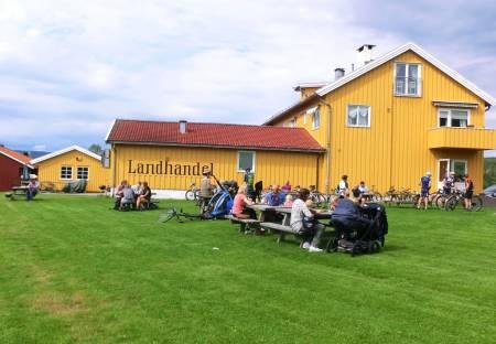 SLUTT: Sørkedalen landhandel & kafe avvikler driften fra og med uke to. Foto: Skiforeningen.