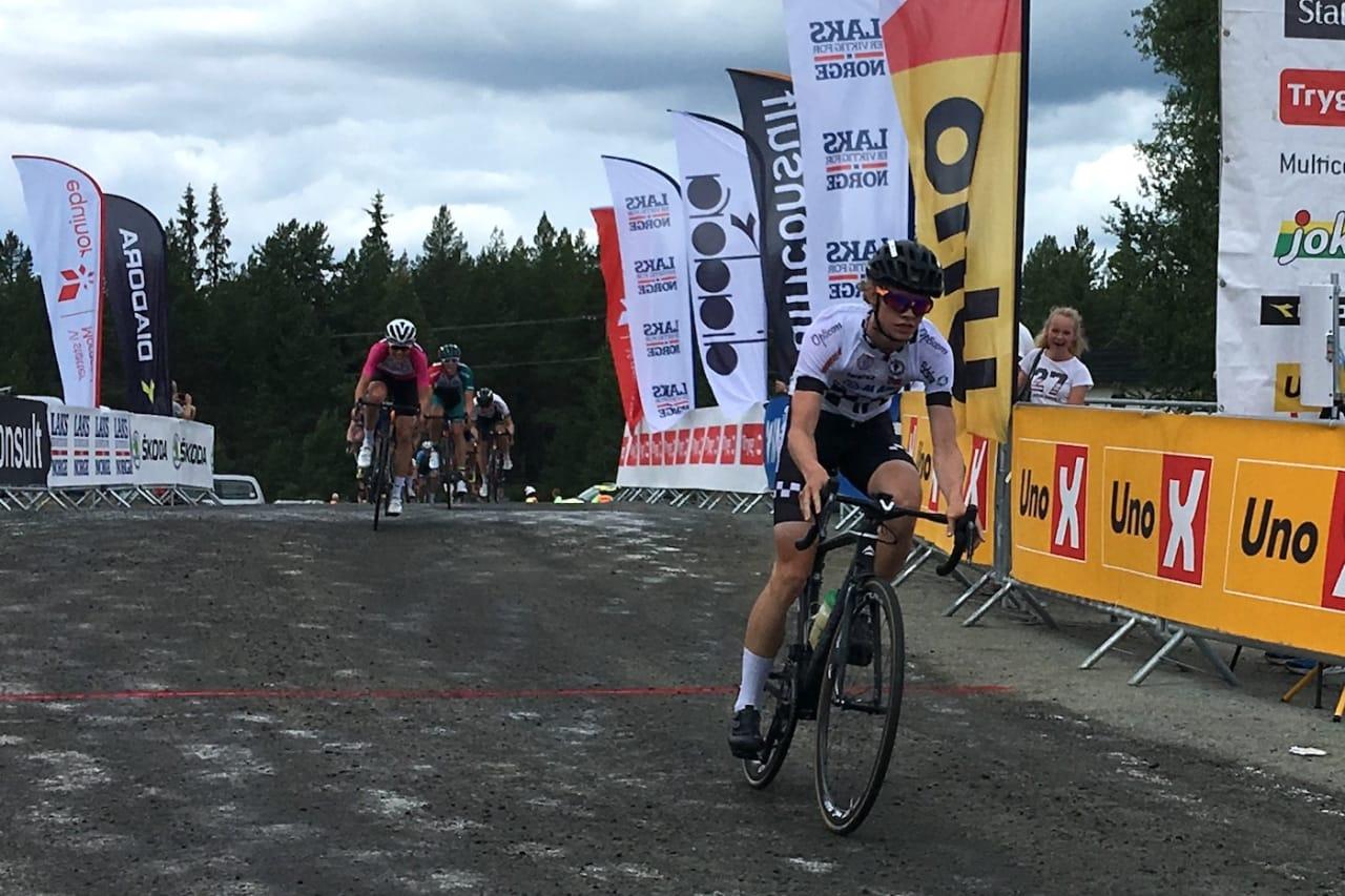 Vegard Stokke spurtet til seier etter fire mil i brudd. Foto: Ingeborg Scheve