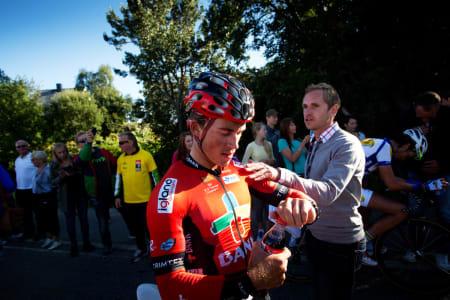 PRØVDE SEG: Supertalentet Sondre Holst Enger prøvde seg i et tremannsbrudd mot slutten, men kom til kort i finalen.