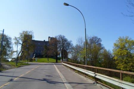 FØRSTE DEL: Ved passering Sjømannsskolen har du kjørt litt under halvparten av Kongsveien. Foto: bhxblogg.no