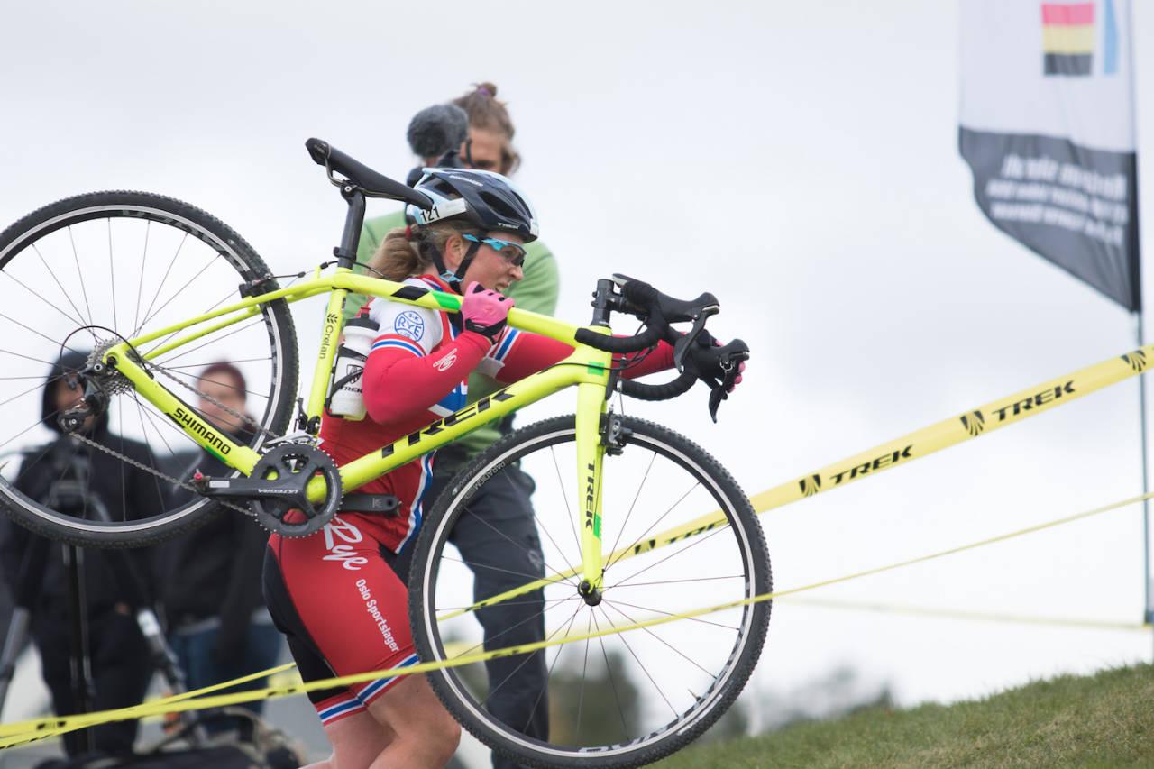 SPIKKESTADKROSS: Regjerende norgesmester i kross Elisabeth Sveum tok seieren på sesongens første Norgescup. Foto: Bengt Ove Sannes