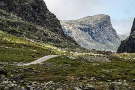 En sti for landeveissyklister: Gamle Haukeliveg kunne like så godt vært en sti for vandrere. Selv om den stykkes opp av hovedveien bør den stå høyt på lista. Foto: Radek Zimmerhakl