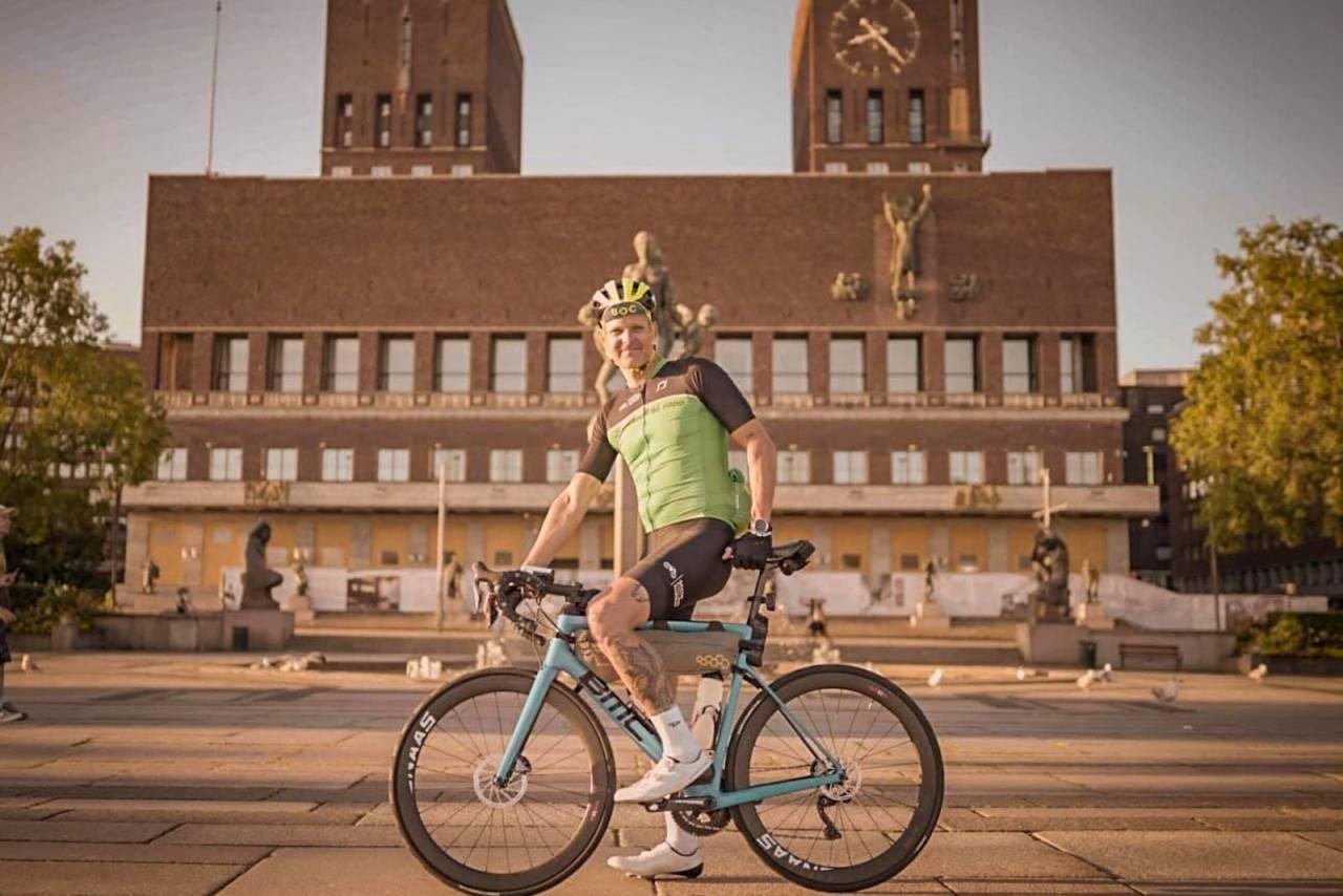 AMBISIØS: Ketil Wendelbo Aanesen sykler Norge på tvers for å sette søkelys på bærekraft. Foto: Jakob Jølstad