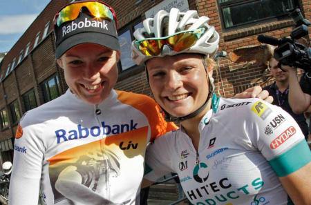 Rabo Livs Anna van der Breggen (til venstre) og hjemmetalentet Emilie Moberg (Hitec Products) er to av stjernene som er på plass i Ladies Tour of Norway til helga. Foto: Anton Vos