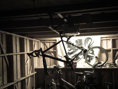 FORBEREDT: Sykkelkrossen fra Cannondale fikk seg et unødvendig piggdekkbytte før gårsnatten.
