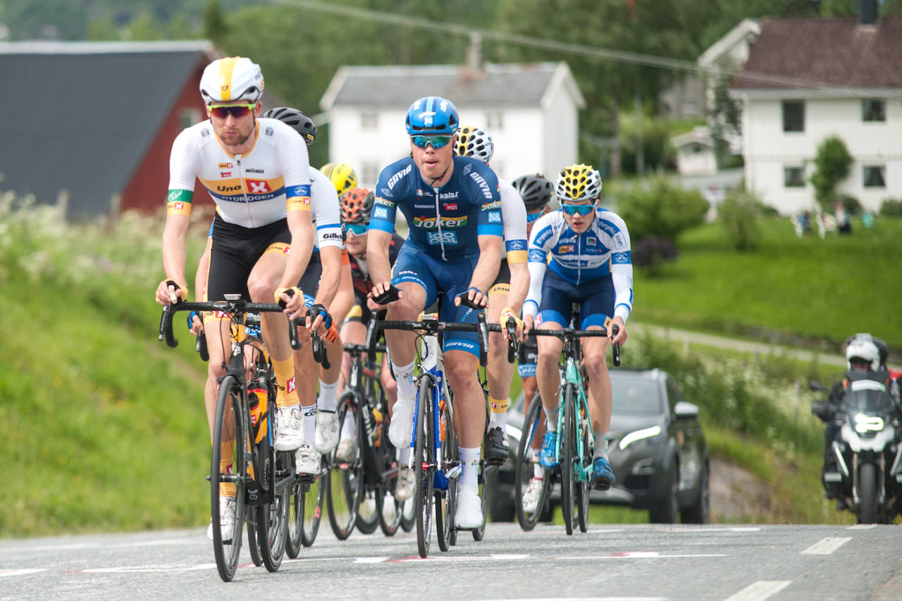 UVENTET: Rasmus Fossum Tiller (midten) hadde ikke forventet å vinne NM-fellesstarten. Foto: Helge Langen