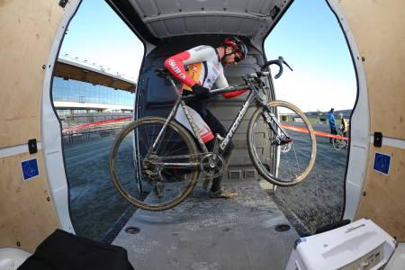 BJERKECROSS: Marius Ylven Westgaard er tilbake på Bjerkebanen på lørdag. Det samme er noen av de unike hindrene i løypa. Foto: Ola Morken