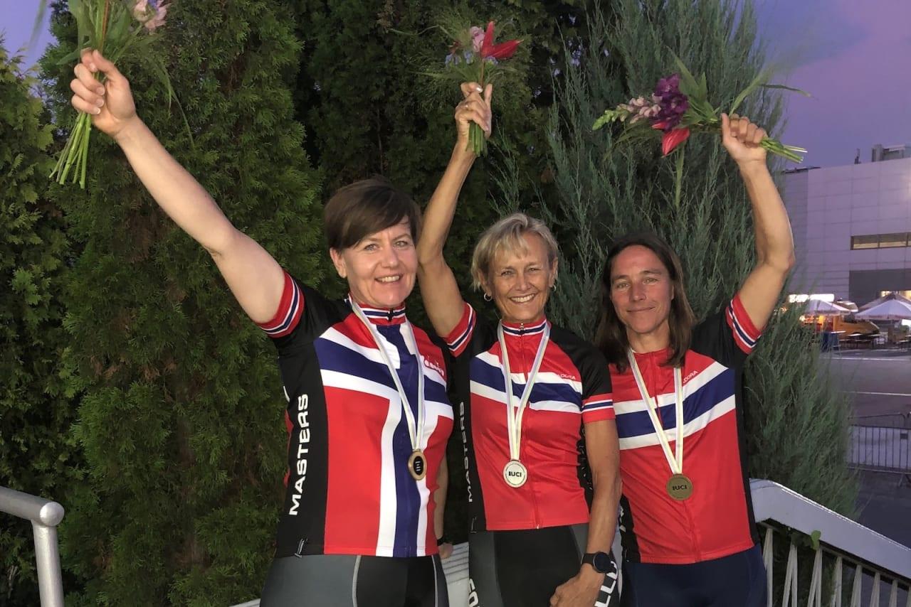 MEDALJØRER: Adelheid Huuse (til venstre), Sissel Wien og Kristin Flack (til høyre) sikret Norge tre medaljer på første individuelle øvelse i Master-VM i Polen. Foto: Privat