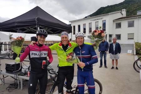 TREVEIS SEIER: Etter 430km var det så likt mellom de topp tre at heder og ære ble delt: Fra venstre seierJohan Noraker Nossen, Jo Nordskar og Atle Thoresen. Foto: Follo SK