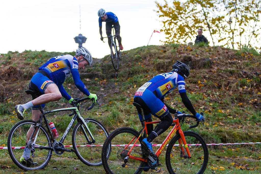 TETT DUELL: Erik Nordsæter Resell, Erik Saeter og Henrik H. Kippernes pushet hverandre hele veien. Foto: Per Bjarne Løvsletten.