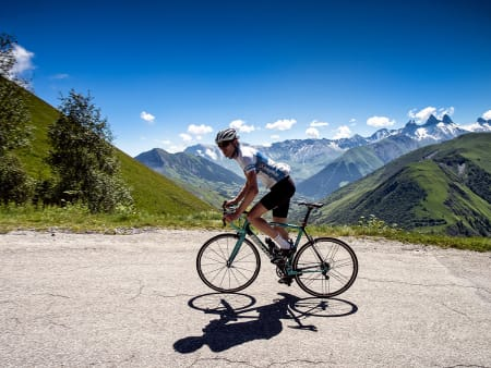 CAMPAEIKENE: Nesten like tykke som rytterens lår. På Col de la Croix de Fer