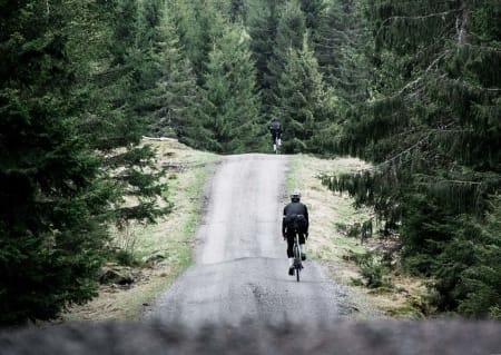 BØLGETE MORO: Den 18 kilometer lange veien fra Kleivstua til Lommedalen er en berg og dalbane av de helt sjeldne. Foto: Henrik Alpers