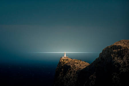 DER VINDER MØTES: Fyrhuset på Cap Formentor finner du på en av verdens mest spektakulære veistrekninger. Foto: Phil Romas.