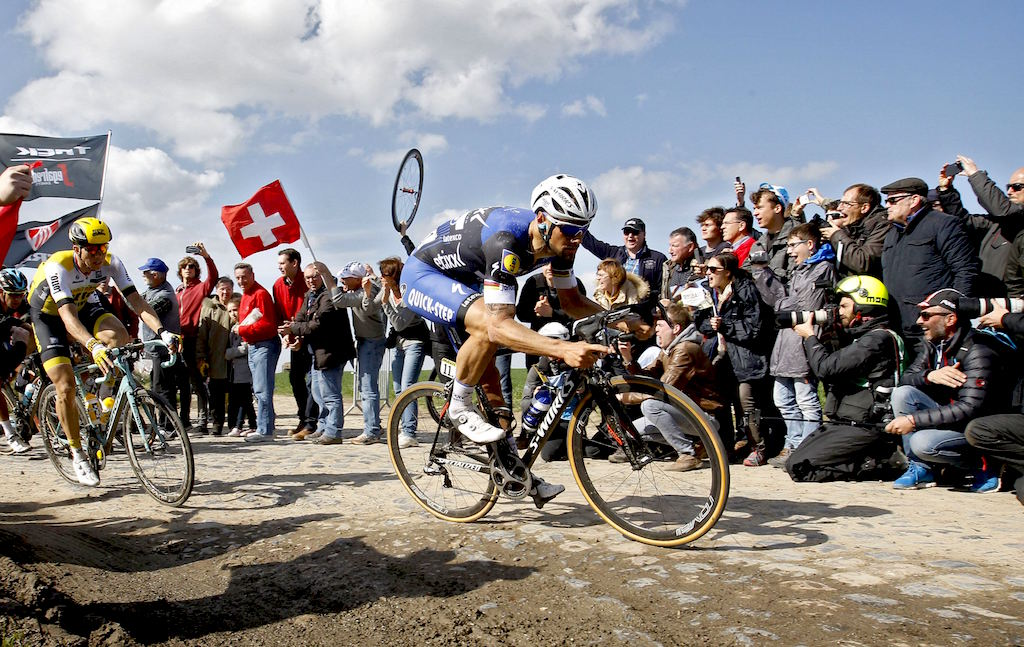 NESTEN: Tom Boonen var en sykkellengde fra å bli historisk. Nyt de syke scenene fra denne filmen! Foto: Cor Vos.