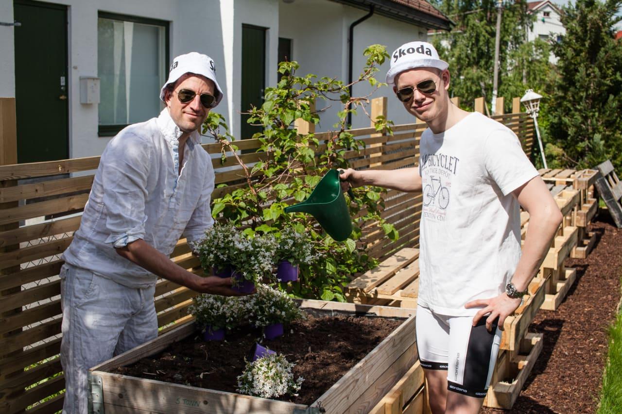 I JORDA: I dag lærer vi å plante nok en vakker vekst, samtidig som dagens quiz, selvsagt. Foto: Christian Nerdrum.