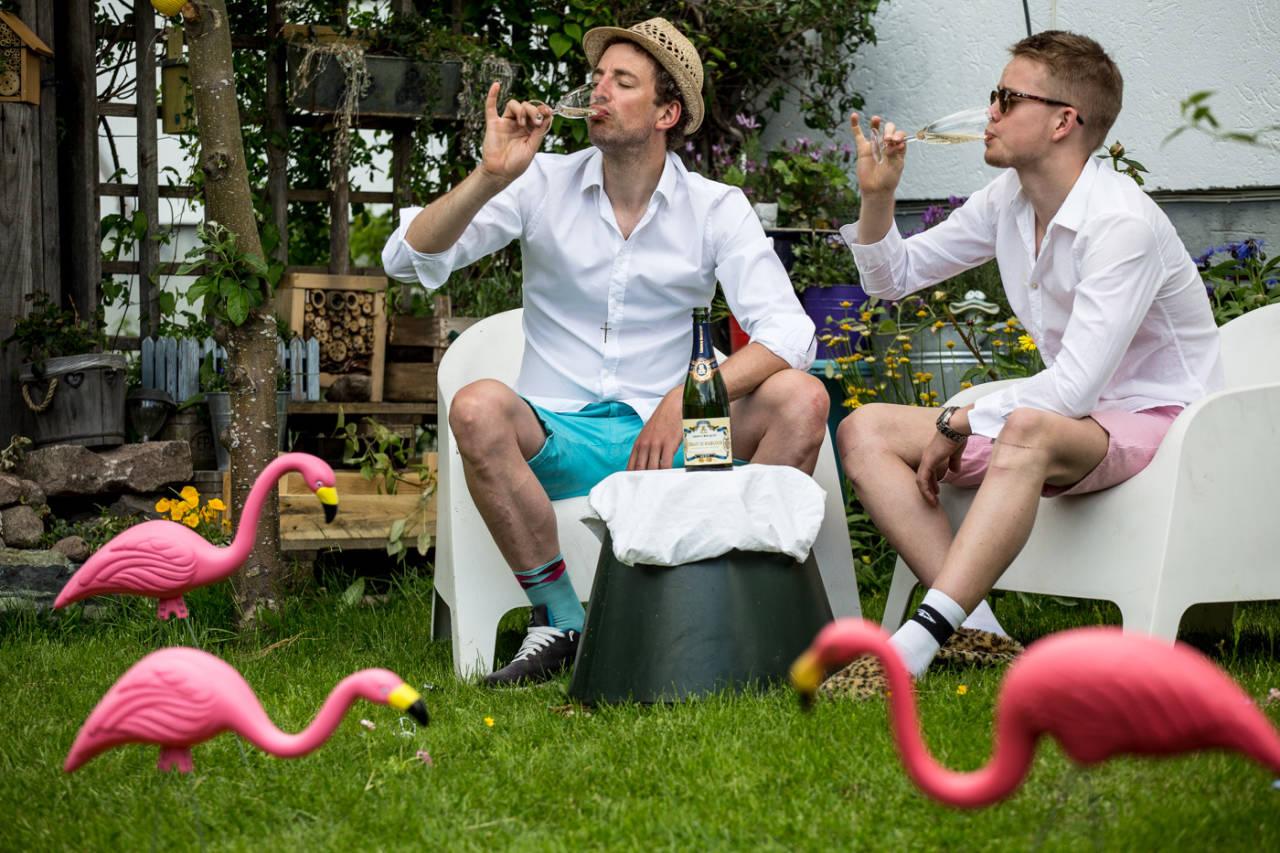 SKÅL DA DE! Tour de France er desverre over. Men først, litt mer champagne takk. Foto: Christian Nerdrum.