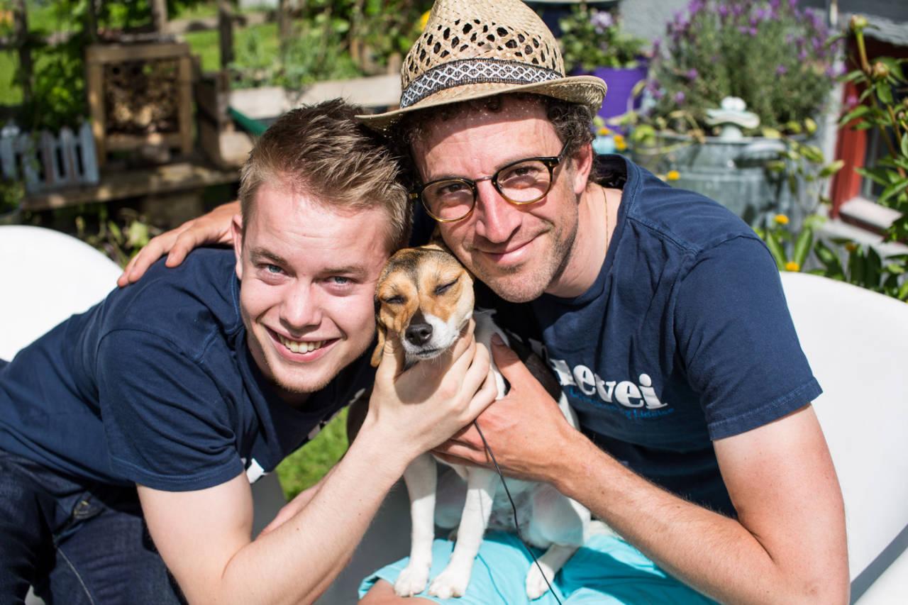 NÅMIIIN! Hunden er menneskets beste venn. Også for syklister i høy fart? Foto: Christian Nerdrum.