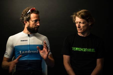 EUROPEISK ELLER AMERIKANSK: Henrik Alpers og Øyvind Aas prøver å nøste opp i enhetsforvirringen mellom landevei- og terrengsykkel. Bilde: Christian Nerdrum