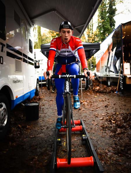 LITEN: Bittelille Lars van der Haar har feltets raskeste akselerasjon. Han leder verdenscupen, men fikk det ikke helt til i Gavere.