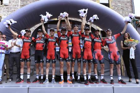SAMMENSVEISET GJENG: BMC er regjerende verdensmester på lagtempo, og stakk av med seieren på dagens Tour-lagtempo. Foto: Cor Vos.