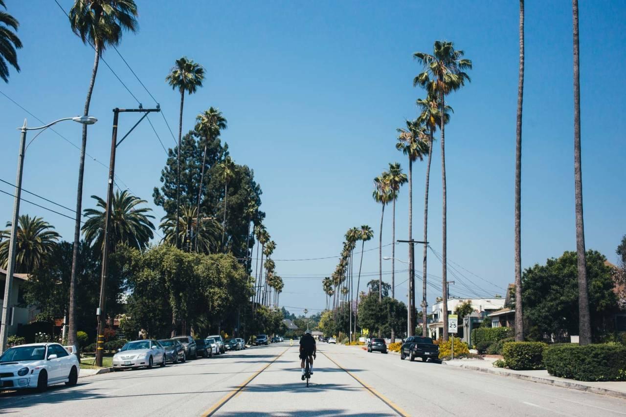 WELCOME TO LOS ANGELES: Christian Ekdahl og jeg på vei til den kjente butikken The Club House i Pasadena. Los Angeles er gigantisk, forbered deg på å sykle mye og langt om du vil besøke severdigheter.