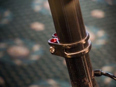 NY: Den nye setemasten sparer ytterligere vekt. Proffene vil bruke den gamle versjonen for å nå UCI-grensen på 6,8 kg.