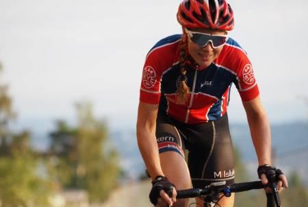 SYKKELGLEDE: Elisabeth Solberg har brukt sommeren til å feire de sykkelgledene som mange tar for gitt - liv og helse til å sette seg mål. Foto: Marius Bache Wold