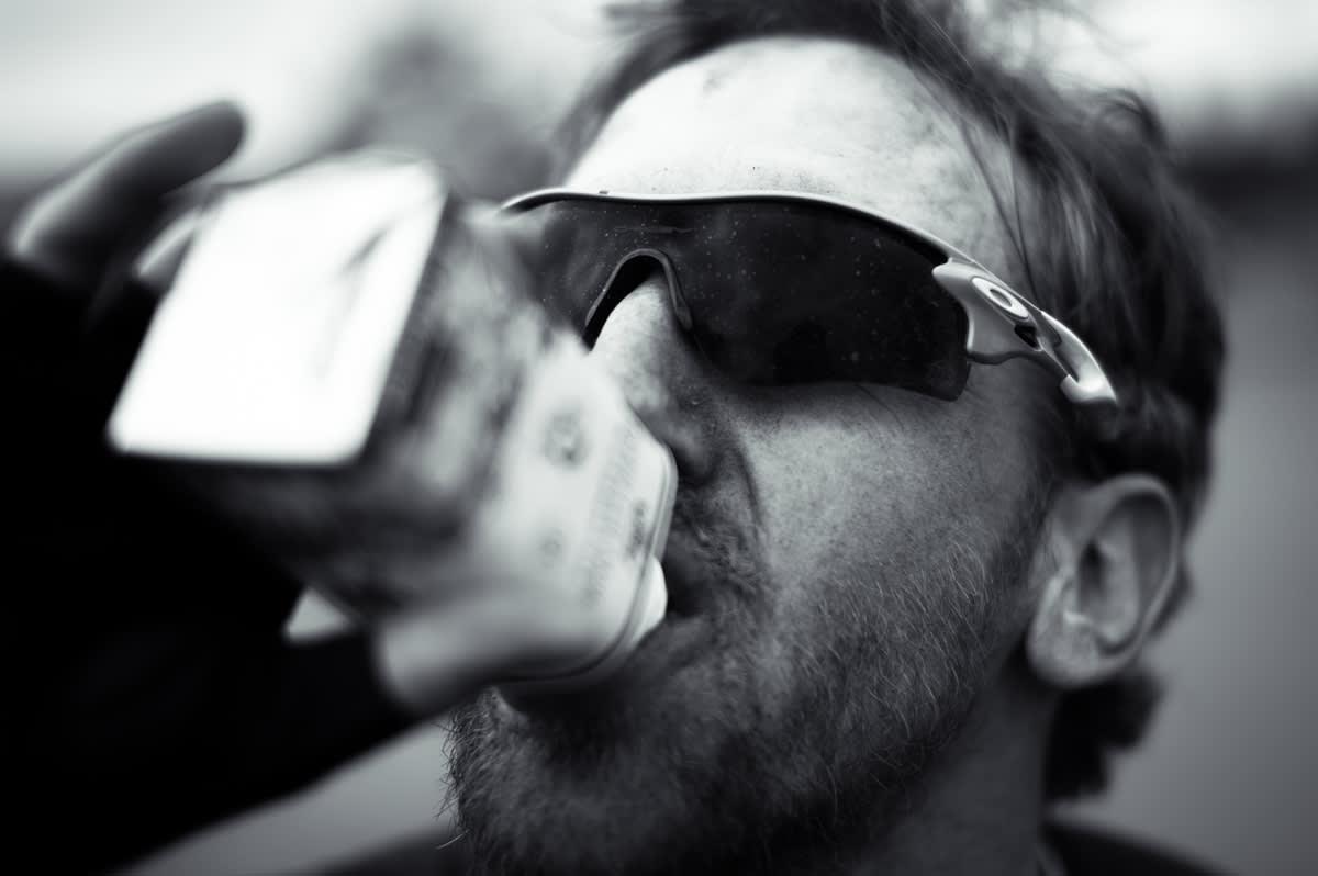 ALT VEL? – Jeg er tørst. Gi meg melk. Thomas Larsen Rød foretrekker næring fra kuer etter målgang. White Russian i kveld?