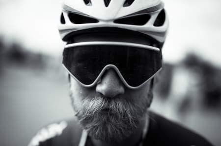 ET TRYNE SIER MER ENN TUSEN ORD: Jonas Strømberg er ca 64 år foran deg hva gjelder landeveismote.