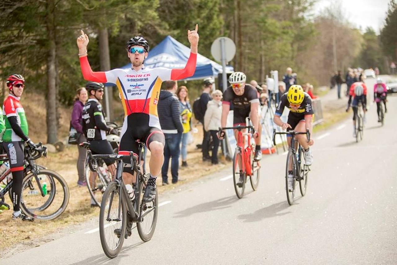 SEIER: Kristoffer Ylven Westgaard tok spurtoppgjøret i Ronde van Berg lørdag. Foto: Pål Westgaard