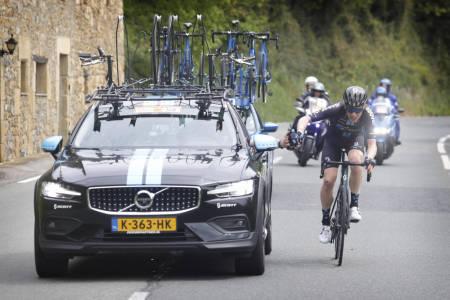 I BRUDD: Her forsøker Andreas Leknessund å gå i brudd på den andre etappen av Baskerland rundt. Fredag, på den femte etappen, lykkes han. Foto: Cor Vos