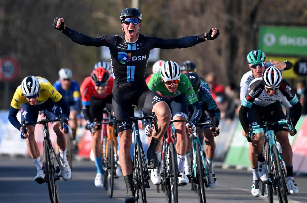 SESONGENS FØRSTE: Cees Bol jublet for seier på den andre etappen av Paris-Nice. Foto: Cor Vos
