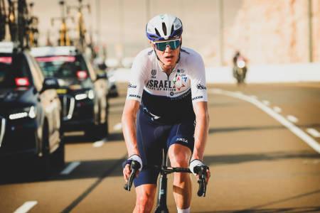 I BILKØEN: Chris Froome endte langt bak de beste i UAE Tour. Selv mener han at han er på vei mot flere Tour de France-seiere. Foto: Cor Vos.