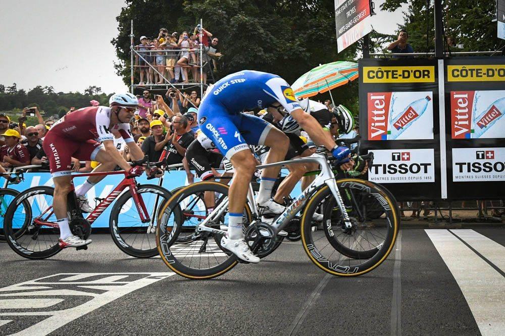 MÅLFOTO: Marcel Kittel ble dømt foran Edvald Boasson Hagen og tok sin tredje etappeseier i årets Tour. Foto: letour.fr