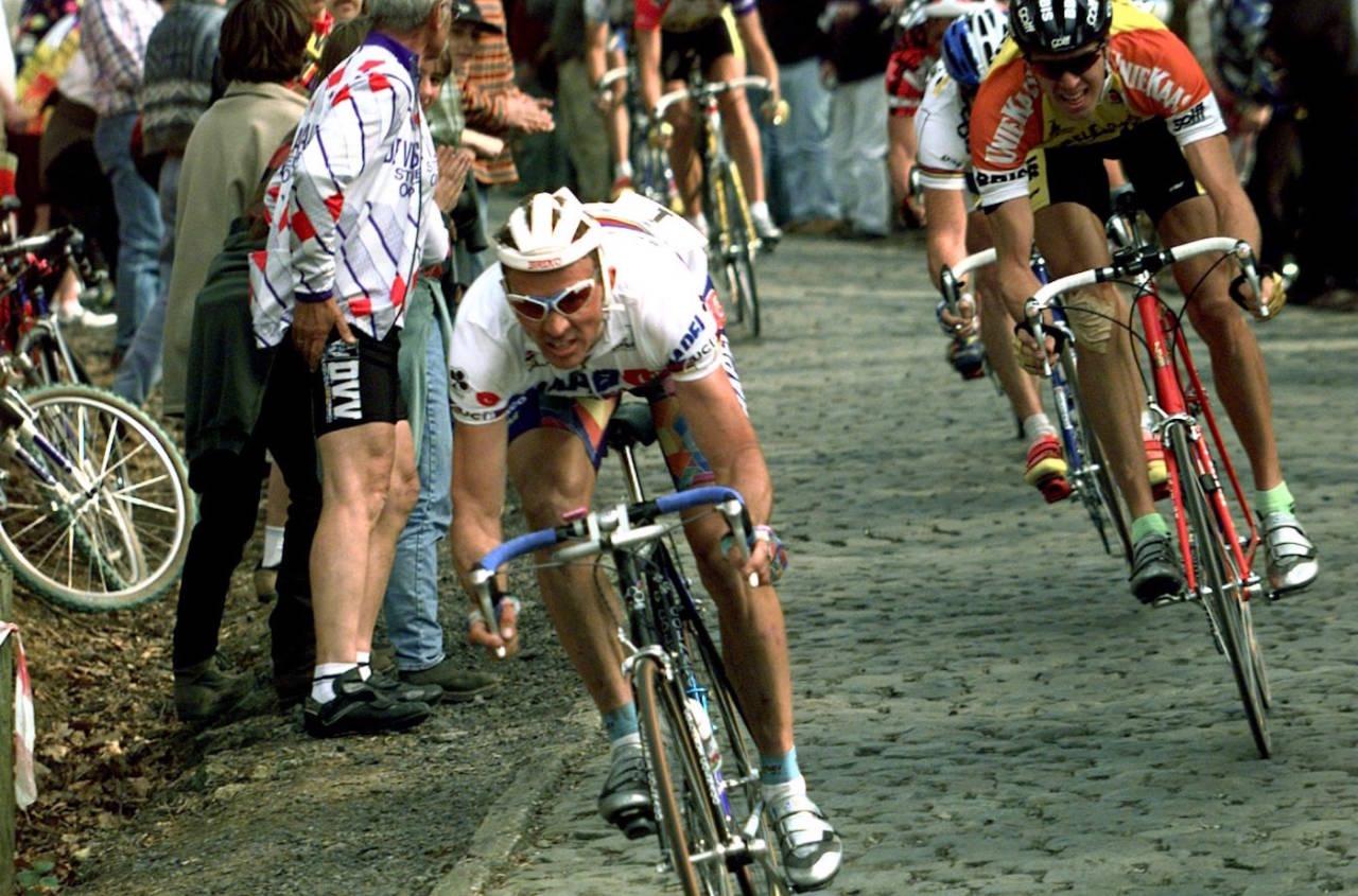 JOHAN MUSEEUW er en av bare en håndfull ryttere som har vunnet Flandern Rundt tre ganger. Men hvor lang er turen han syklet i år? Gjett svaret og konkurrer om en tur til årets utgave av det ikoniske brosteinsrittet. Foto: Cor Vos