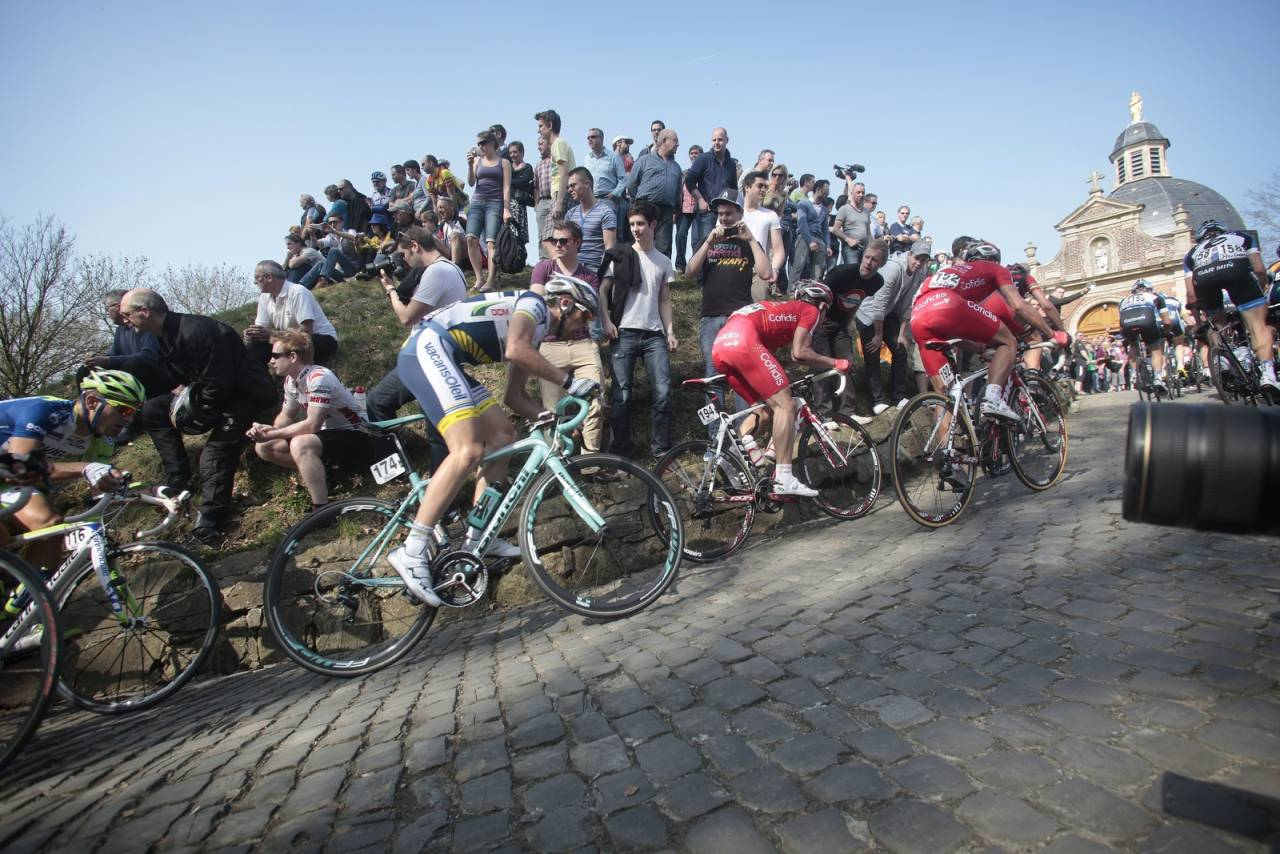 TILBAKE: Mange sykkelfans har savnet Muur van Geraardsbergen i Flandern Rundt. Nå er den endelig tilbake. Foto: Cor Vos