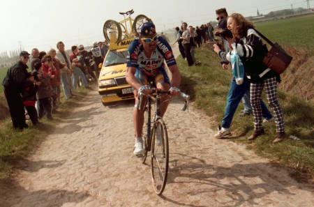 Johan Museeuw er en av brosteinsrittene ikoniske veteraner. Gjetter du hvor langt han syklet kan du vinne en start i Flandern Rundt 3. april. Foto: Cor Vos