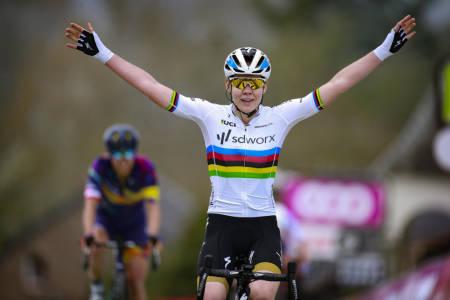 VANT IGJEN: Anna van der Breggen tok sin syvende seier i Fléche Wallonne. Foto: Cor Vos