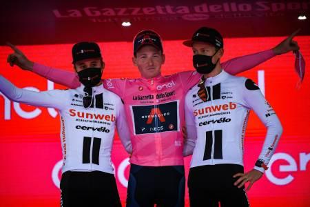 ÅRETS PODIUM: Om du hadde sagt for tre uker siden at dette vil bli pallen i årets Giro hadde INGEN trodd på deg! Foto: Cor Vos.