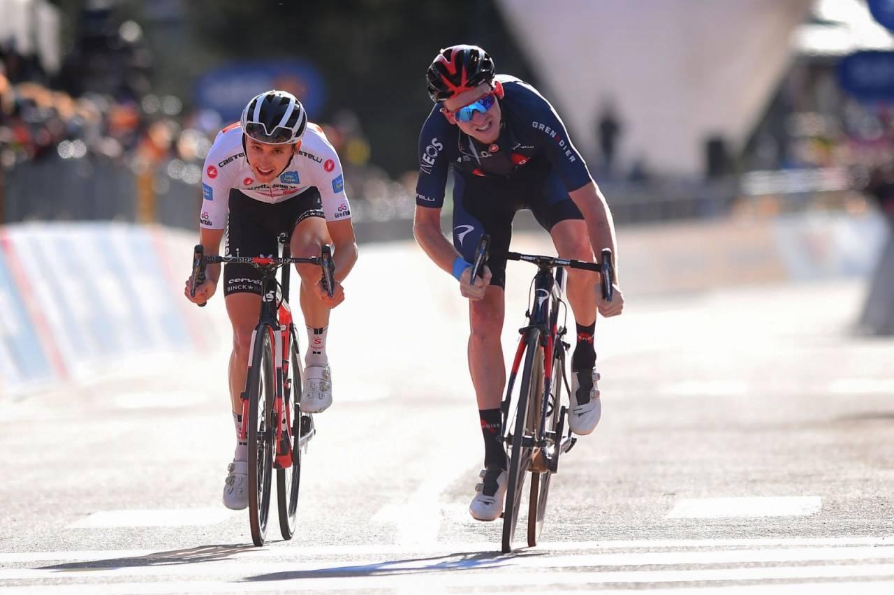 DØDT LØP: Tao Geoghegan Hart og Jai Hindley har fulgt hverandre som skygger den siste uken av Giro d'Italia, og ligger helt likt før morgendagens tempo. Foto: Cor Vos.