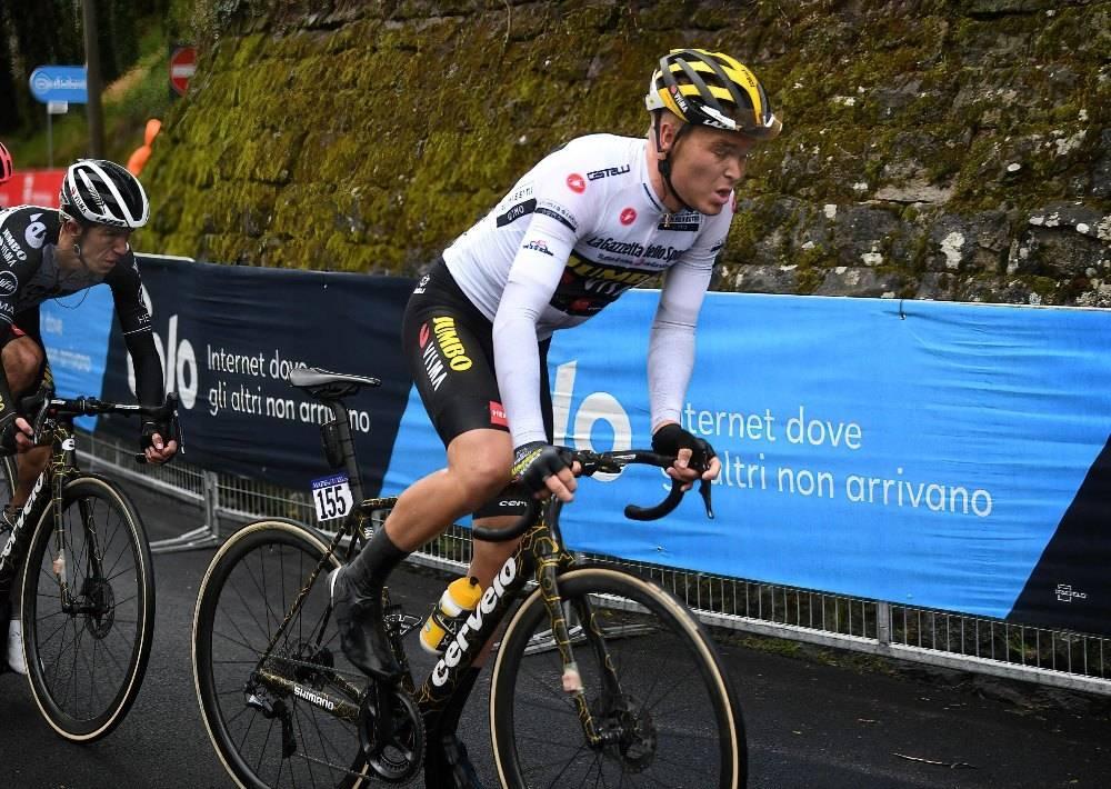 TILBAKE I GULT: Tobias Foss og Jumbo-Visma hadde en dårlig dag på sykkelen i dag. Foss er nå nummer 31 i sammendraget. Foto: Cor Vos.