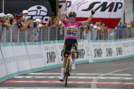 MILEPÆL: Torsdag tok Marianne Vos karrierens 30. etappeseier i Giro Rosa. Foto: Cor Vos