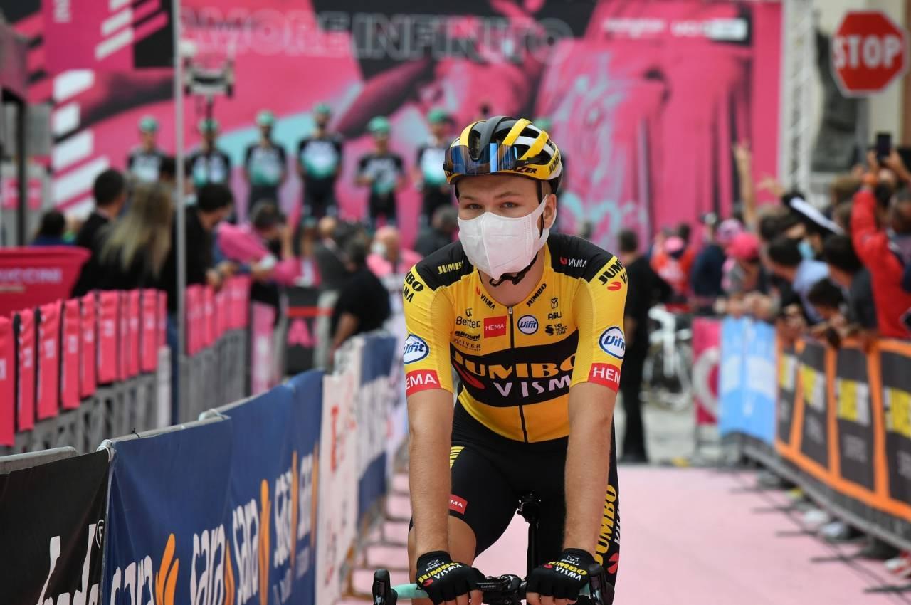 SLUTT FOR I ÅR: Tobias Foss har imponert så langt i årets Giro d'Italia, men nå må han dra hjem sammen med resten av Jumbo-Visma. Foto: Cor Vos.