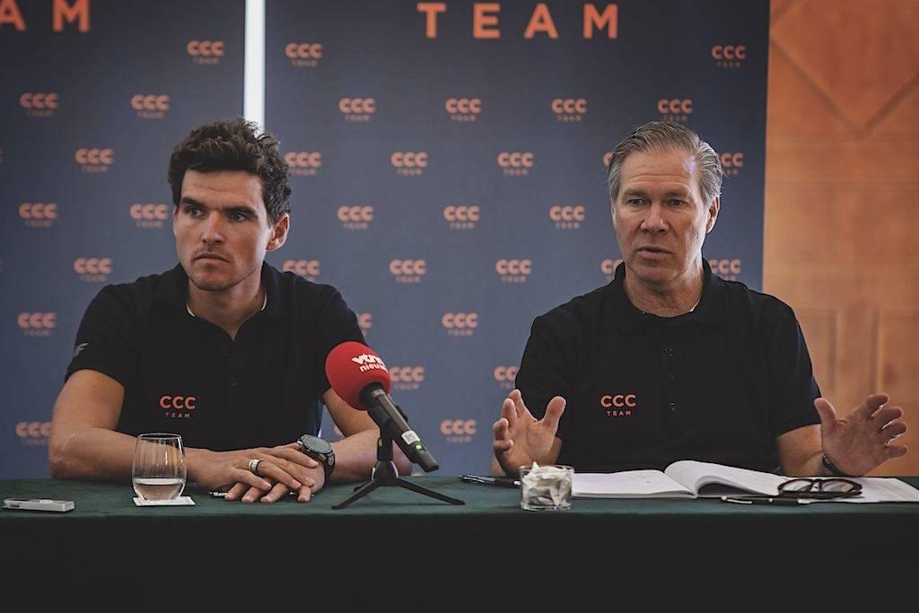 SPONSORJAKT: Jim Ochowicz må se at CCC trekker sponsoratet ett år før utløp. Her fra en pressekonferanse, sammen med lagets store stjerne, Greg van Avermaet. Foto: Cor Vos.