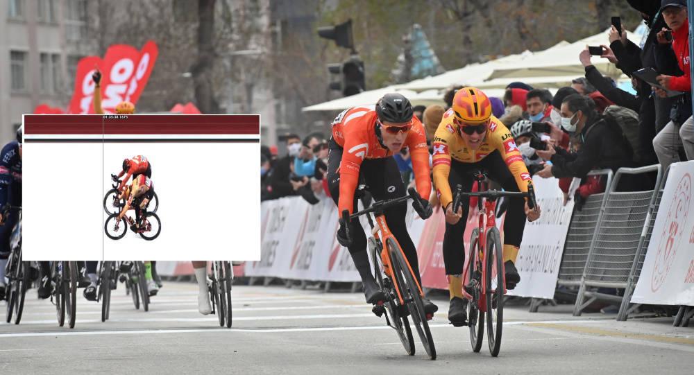 MÅLFOTO: Det blotte øye kunne ikke skille Arvid de Kleijn og Kristoffer Halvorsen i Tour of Turkey. Foto: Cor Vos