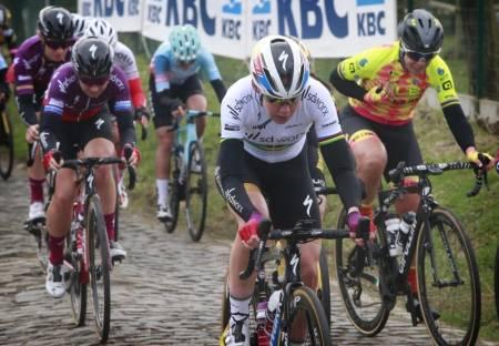 VANT: Anna van der Breggen knakk konkurrentene på den siste stigningen i Omloop Het Nieuwsblad. Foto: Cor Vos