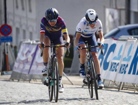 KJEMPET OM SEIEREN: Kasia Niewiadoma og Annemiek van Vleuten viste seg sterkest i Dwars door Vlaanderen. Foto: Cor Vos